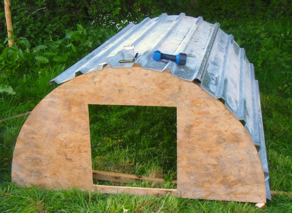 My diy pig house phin hall for Diy home building plans